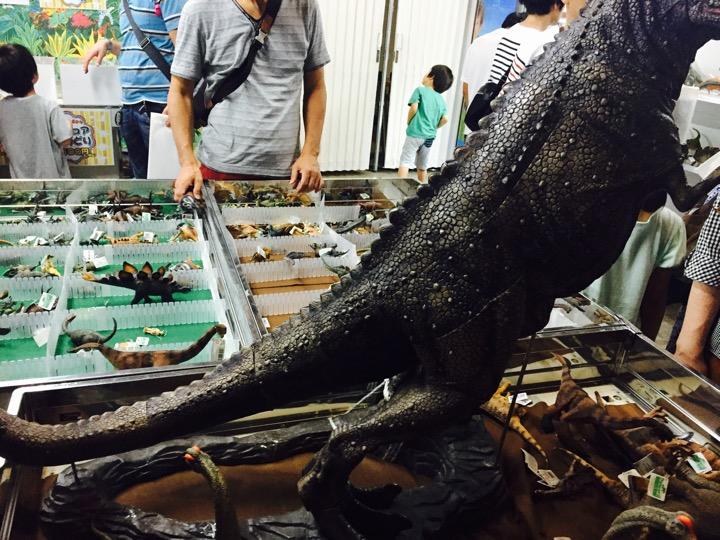 横浜恐竜展のお土産屋さんの写真