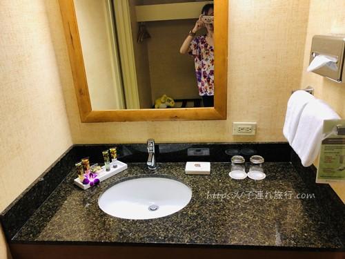 ハワイの子連れホテルの洗面台写真