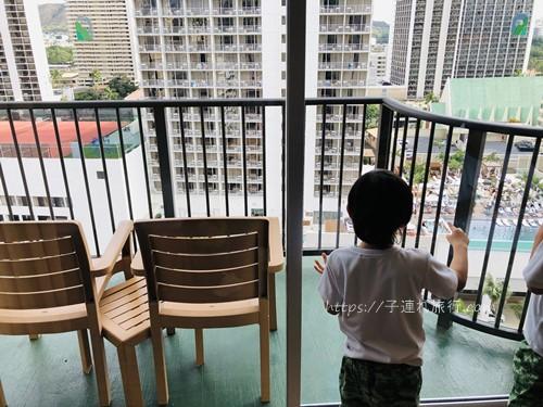 ハワイの子連れホテルのベランダ写真
